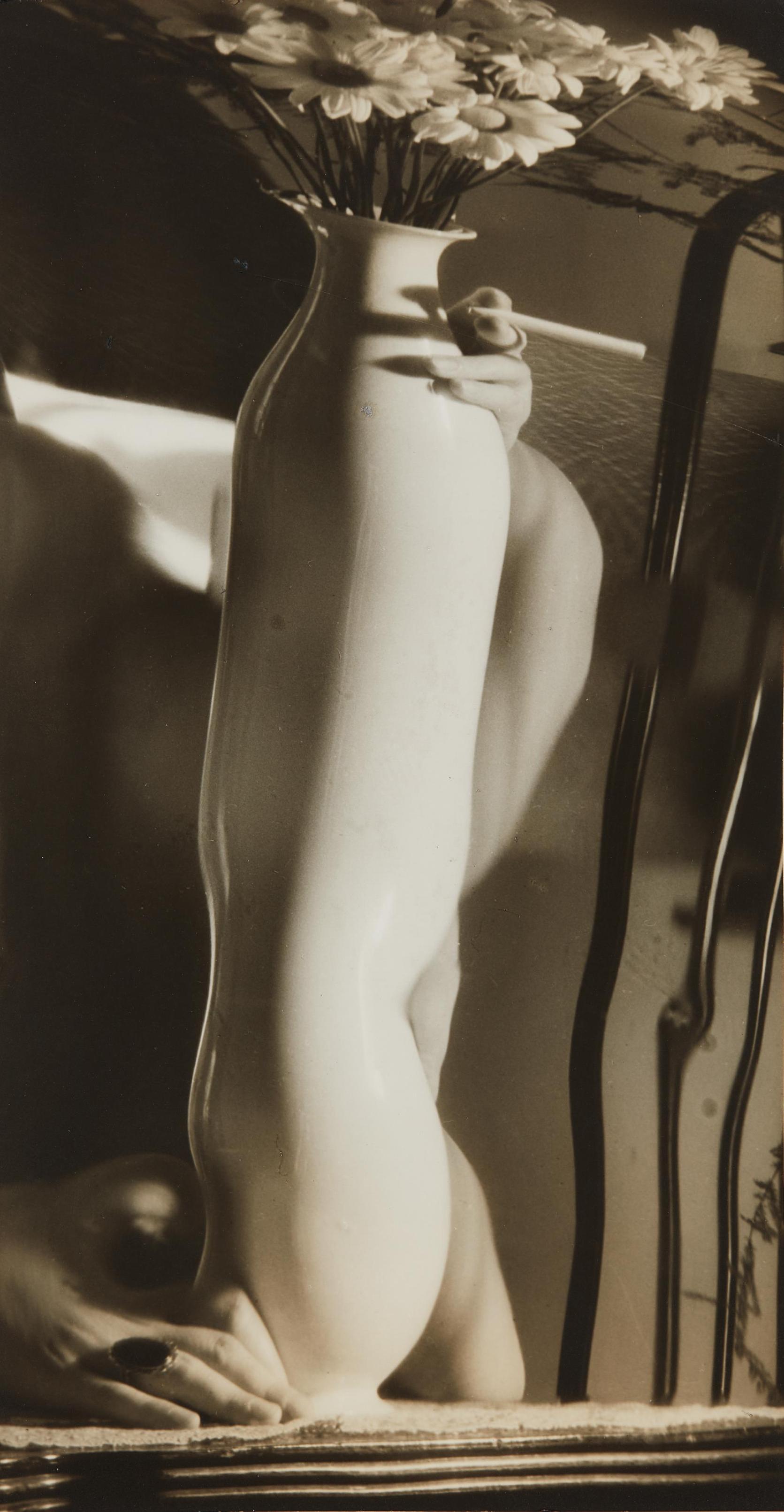 Andre Kertesz-Distortion With Vase-1930
