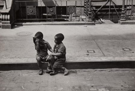 Helen Levitt-New York (Children On Curb)-1939