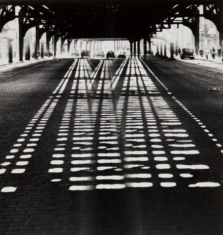 Weegee-Under The Third Avenue El-1945