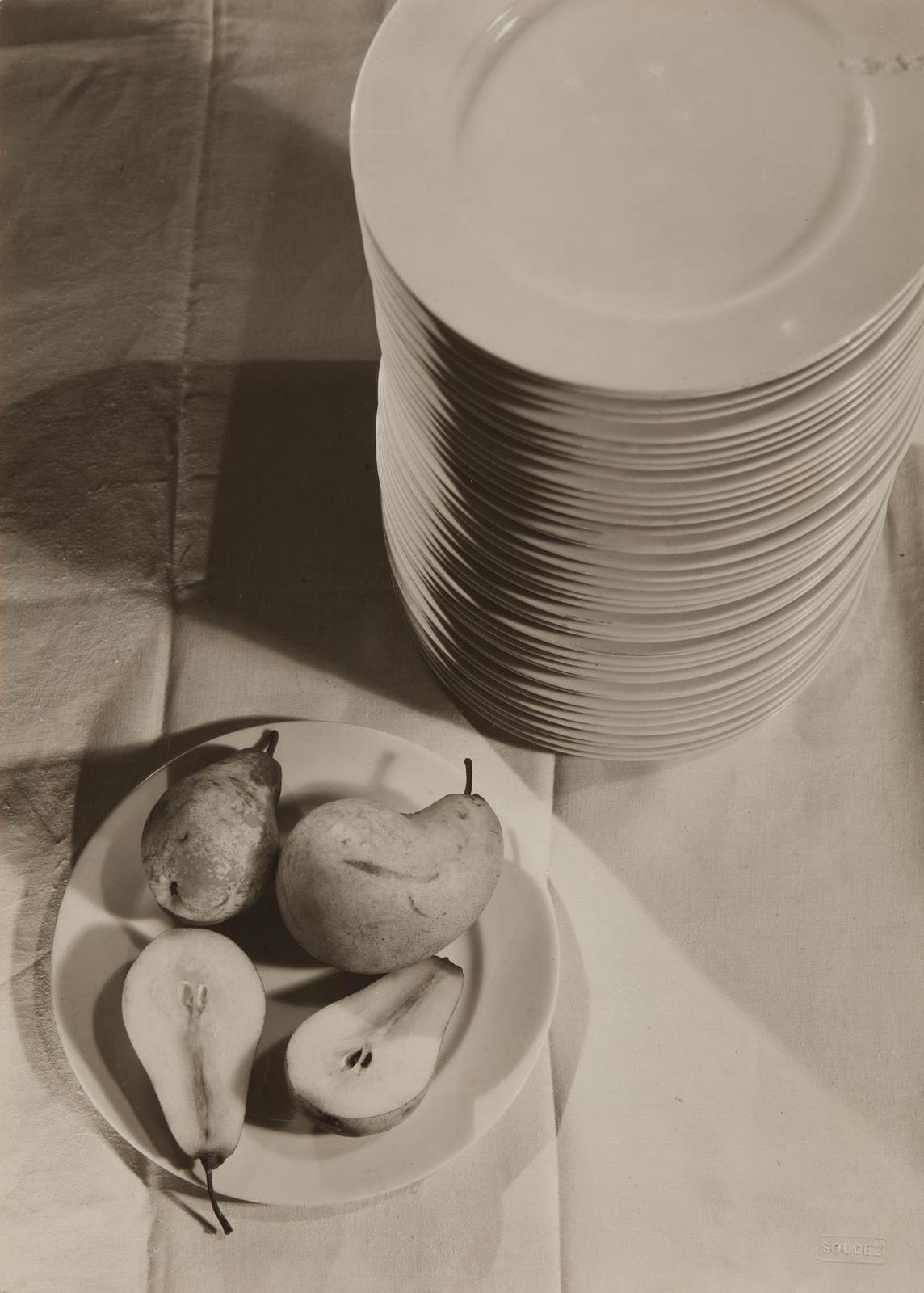 Emmanuel Sougez-La Poire Coupee-1930