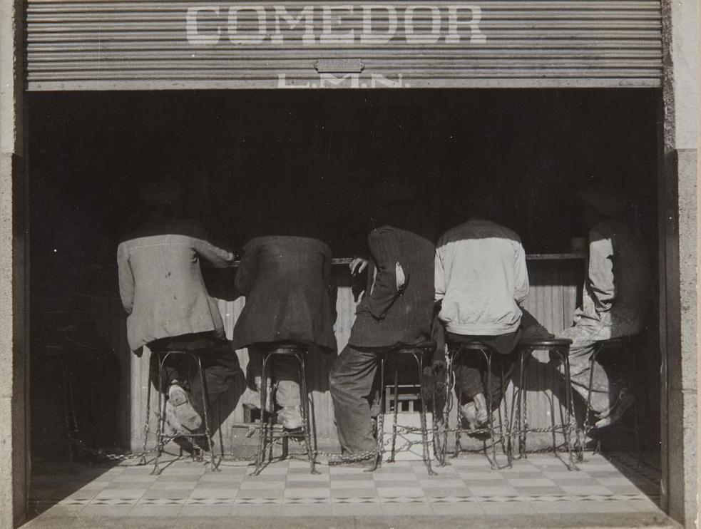 Manuel Alvarez Bravo-Los Agachados (The Crouched Ones)-1934
