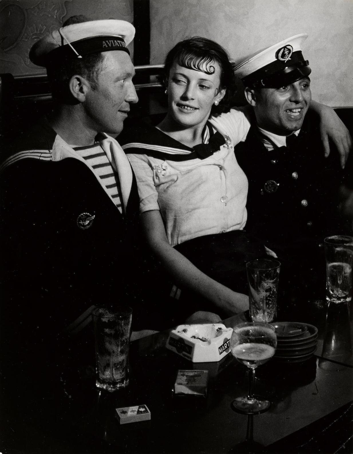 Brassai-Conchita Avec Les Gars De La Marine Dans Un Cafe, Place Ditalie-1932