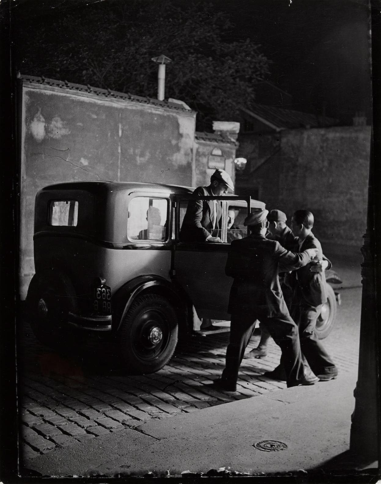 Brassai-Lenlevement Du Chinois Par La Bande Du Grande Albert-1931