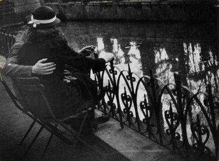Brassai-Couple Damoureux A La Fontaine Des Medicis Au Jardin Du Luxembourg-1932