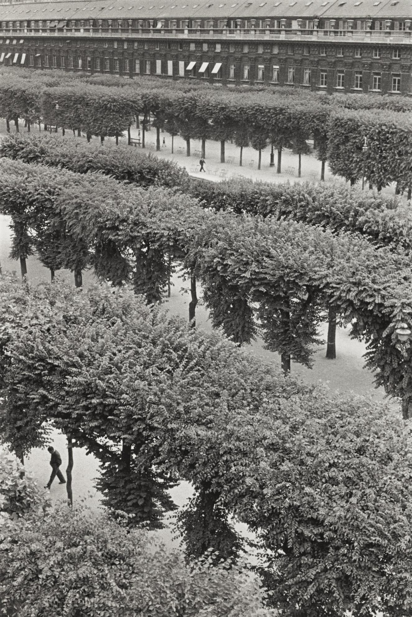 Henri Cartier-Bresson-Palais Royal, Paris-1960