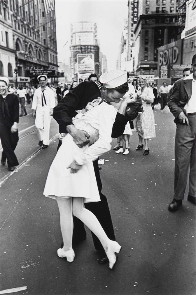 Alfred Eisenstaedt-V-J Day, Times Square-1945