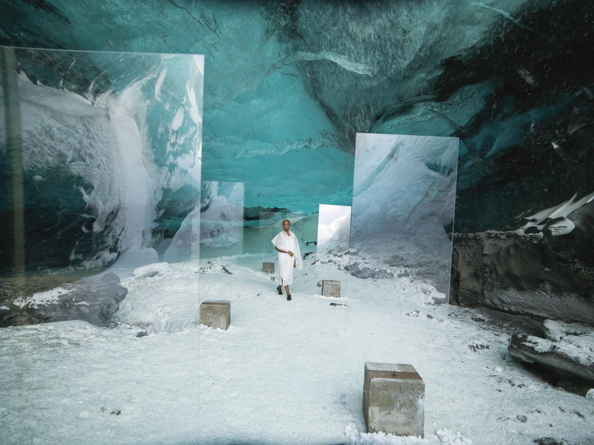 Isaac Julien-En Passage (Stones Against Diamonds)-2015