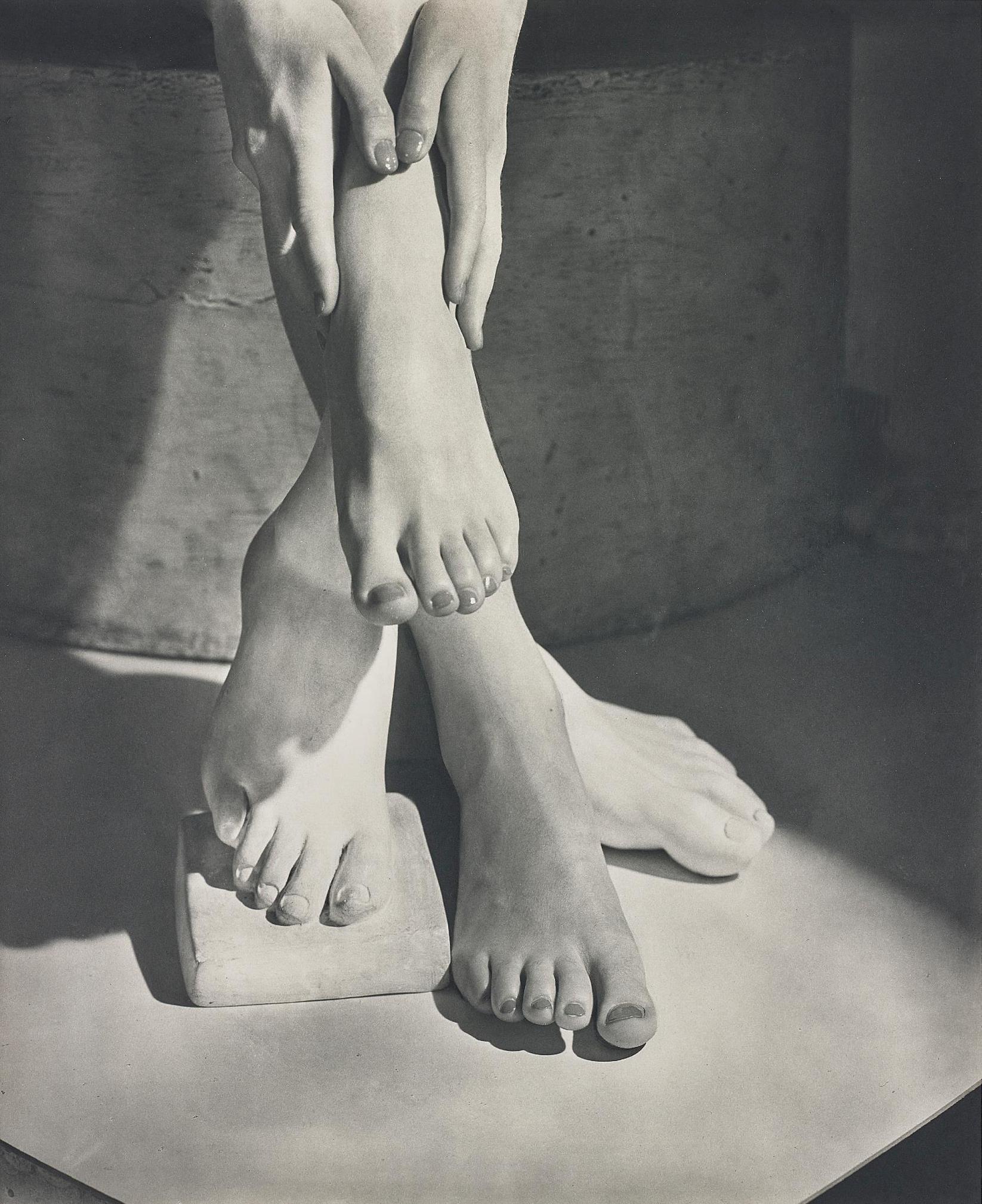 Horst P. Horst-Barefoot Beauty-1941