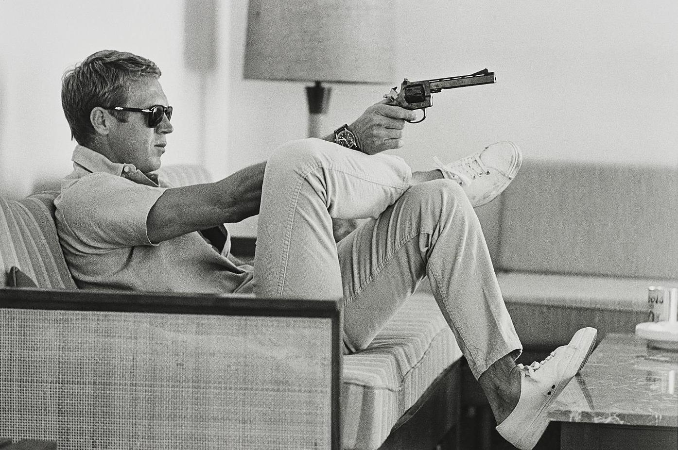 John Dominis - Steve Mcqueen Aims A Pistol In His Living Room, California-1963