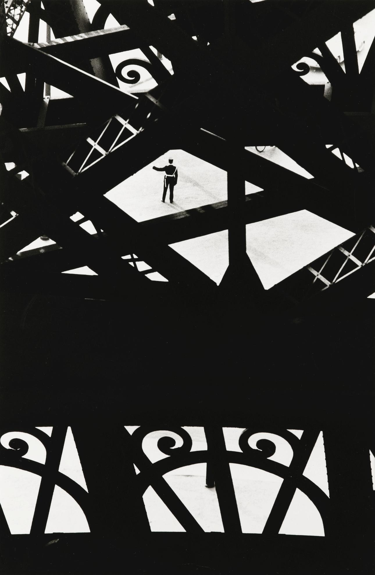 Marc Riboud-Tour Eiffel, Paris-1964