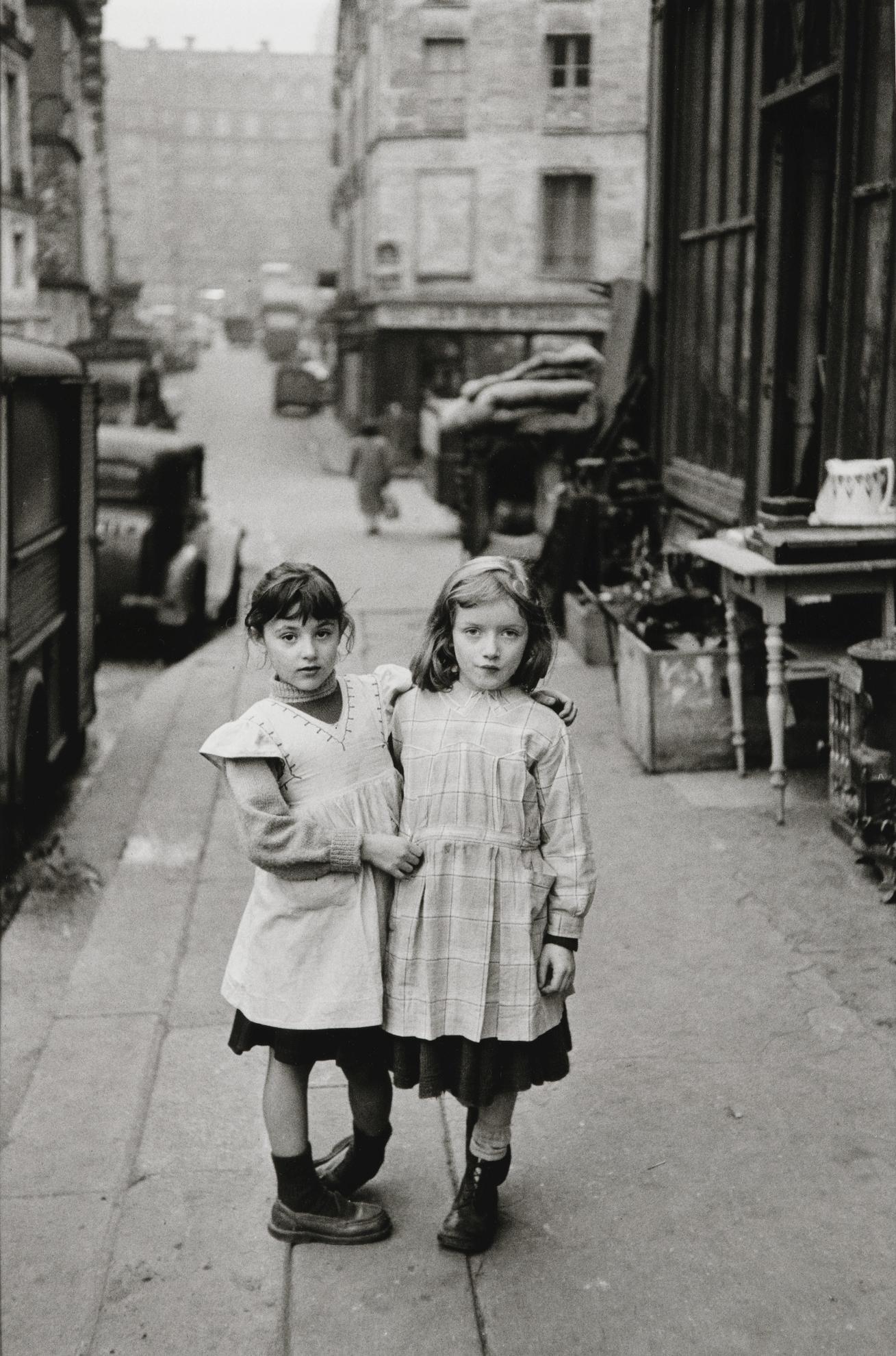 Edouard Boubat-Les Petites Filles De La Place Maubert, Paris-1952