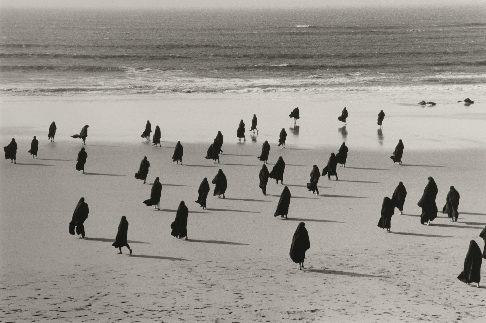 Shirin Neshat-Rapture (Women)-1999
