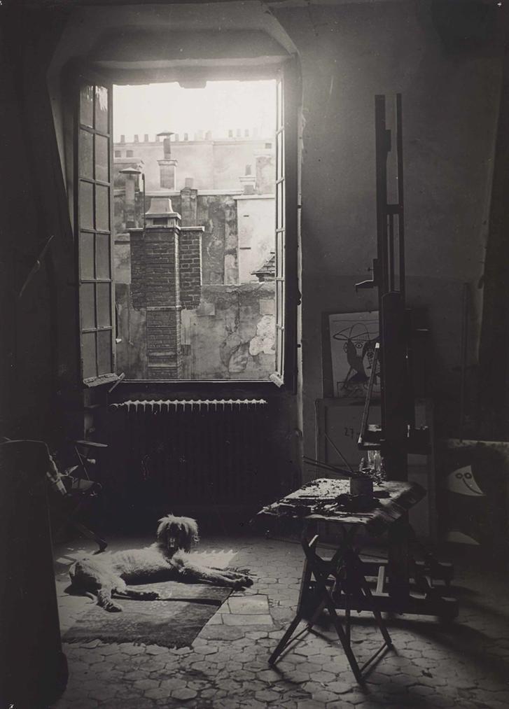 Brassai-Le Chien Kazbek Dans Latelier De Picasso, Quai Des Grands Augustins, Paris-1944