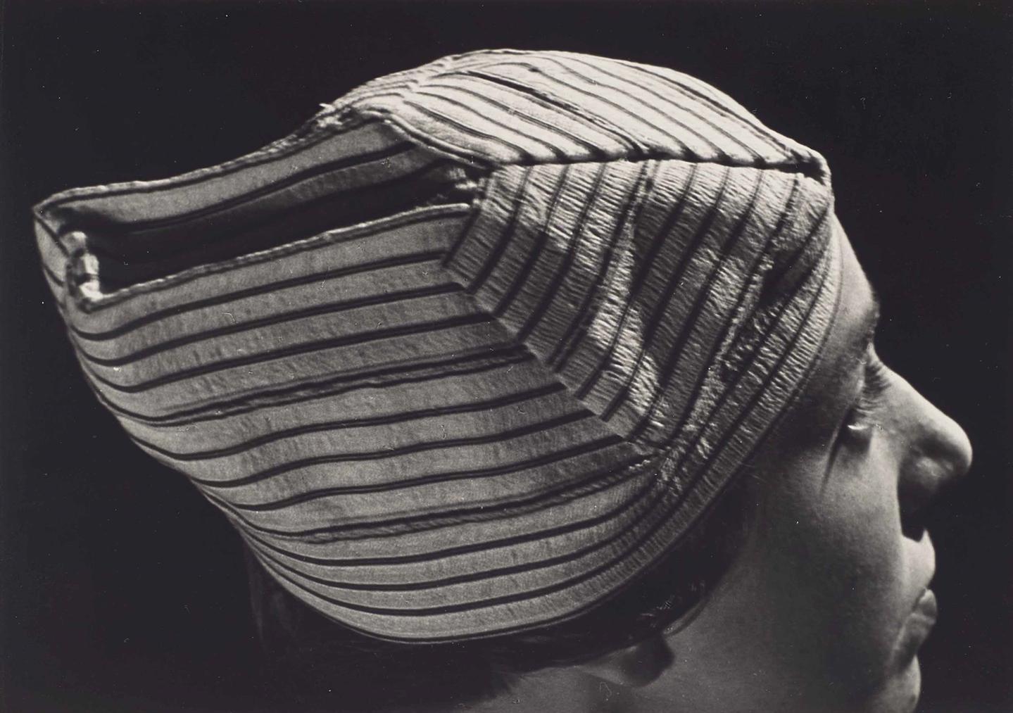 Man Ray-Les Chapeaux-1933