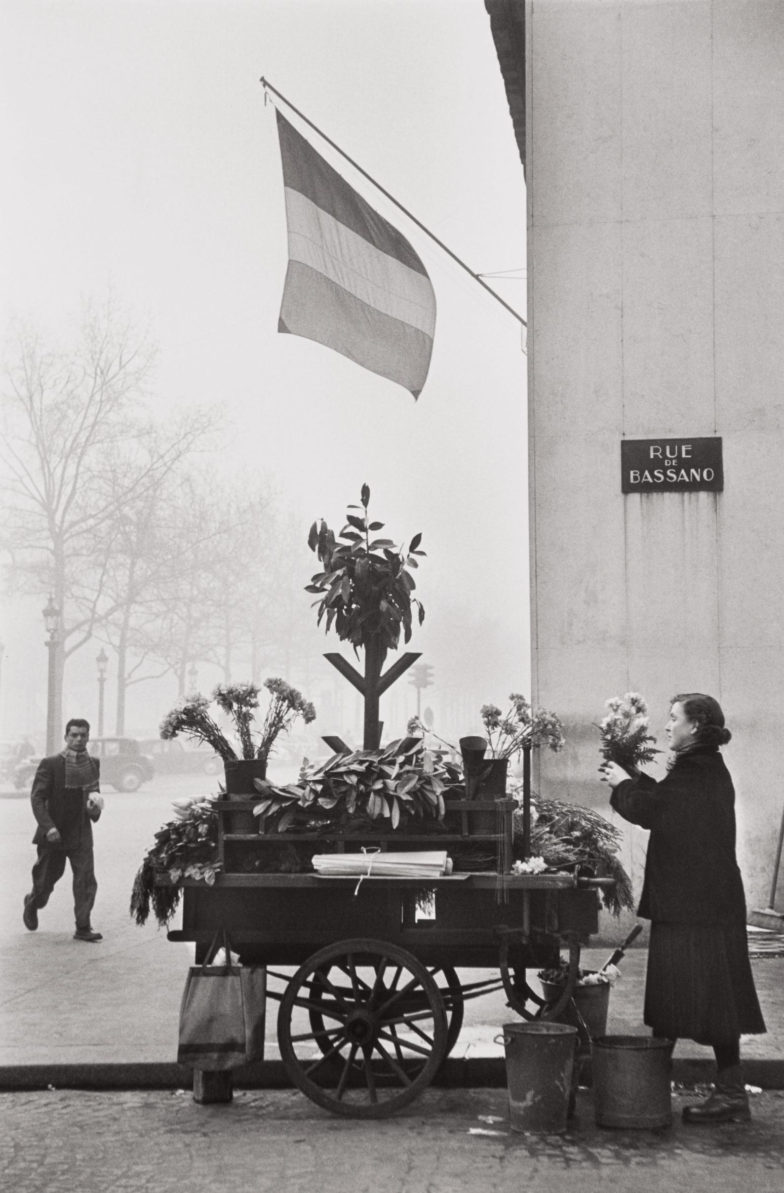 Henri Cartier-Bresson-Rue De Bassano, 8Th Arrondissement, Paris-1953