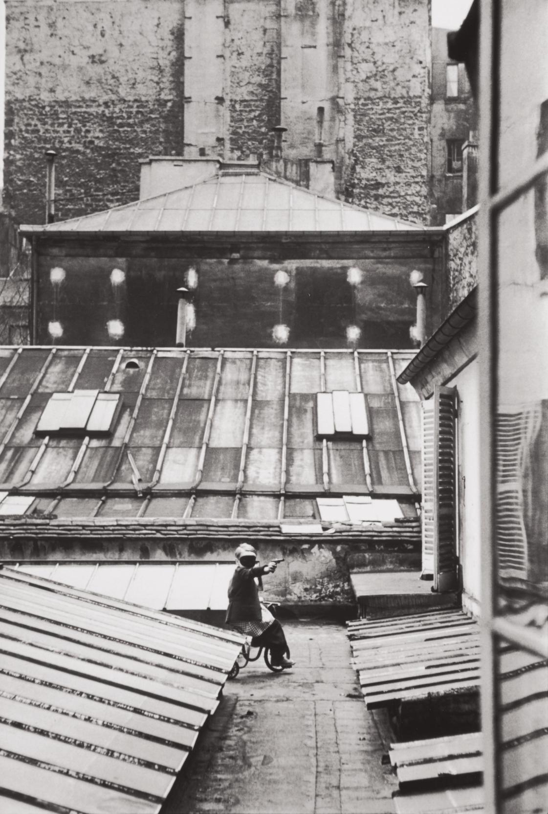 Henri Cartier-Bresson-Courtyard On The Rue La Boetie, Paris-1953