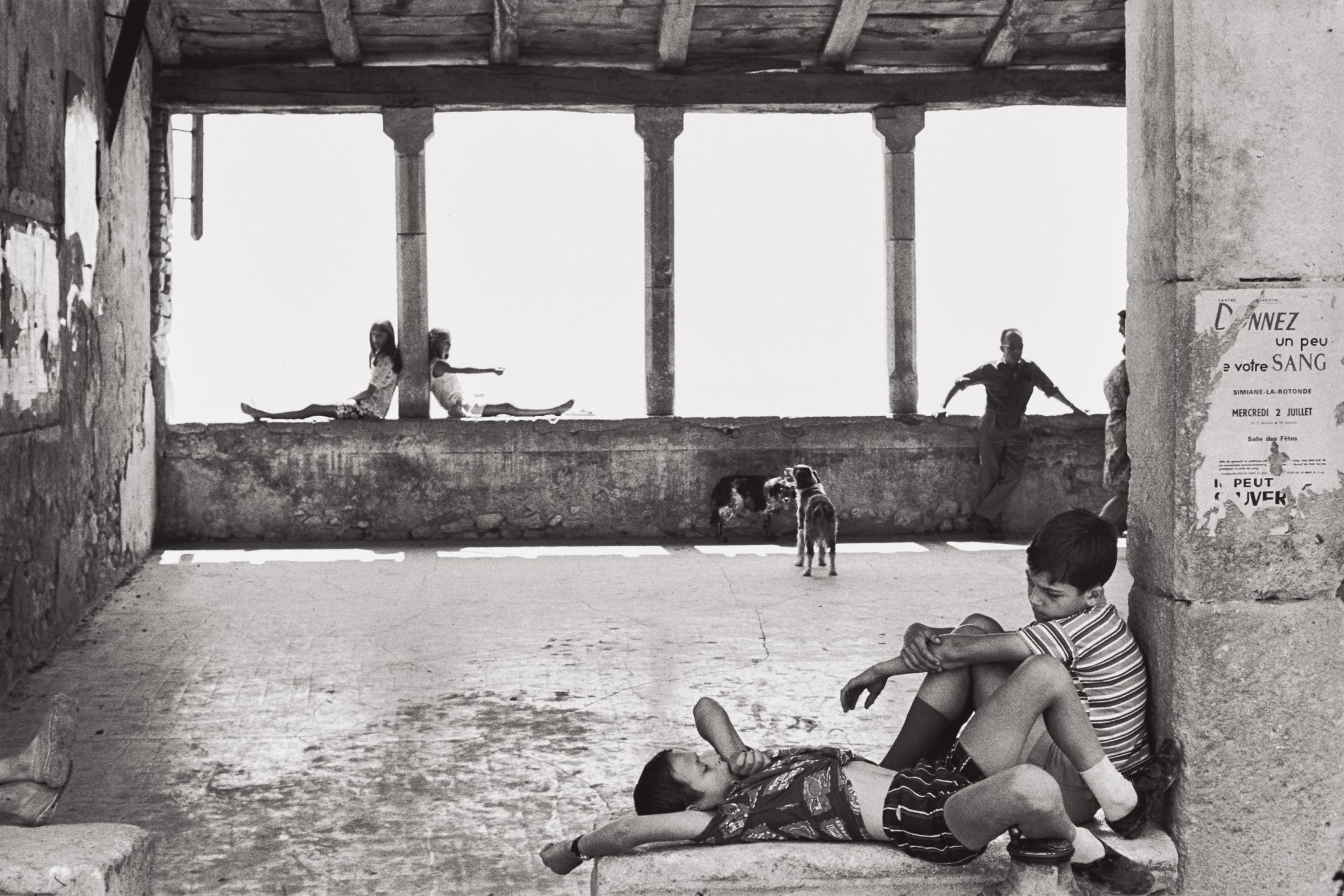 Henri Cartier-Bresson-Simiane-La-Rotonde, France-1969