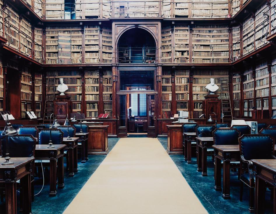Candida Hofer-Biblioteca Angelica Roma 1-2003