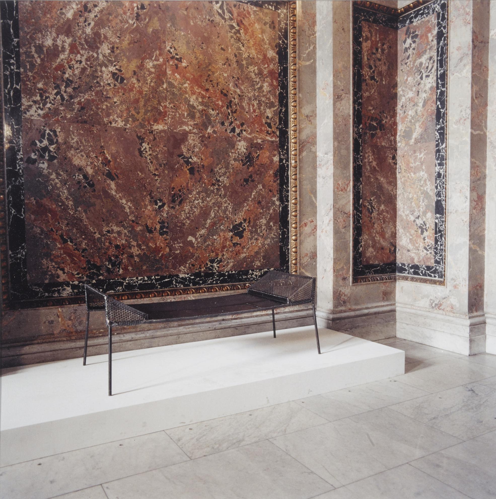 Candida Hofer-Kunsthistorisches Museum Wien (Franz West) 2-1990