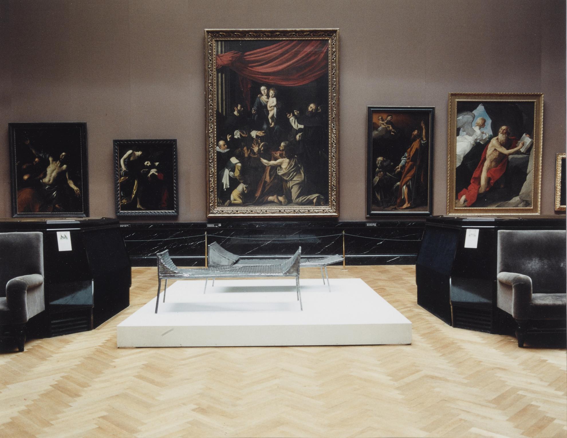 Candida Hofer-Kunsthistorisches Museum Wien (Franz West) 1-1990