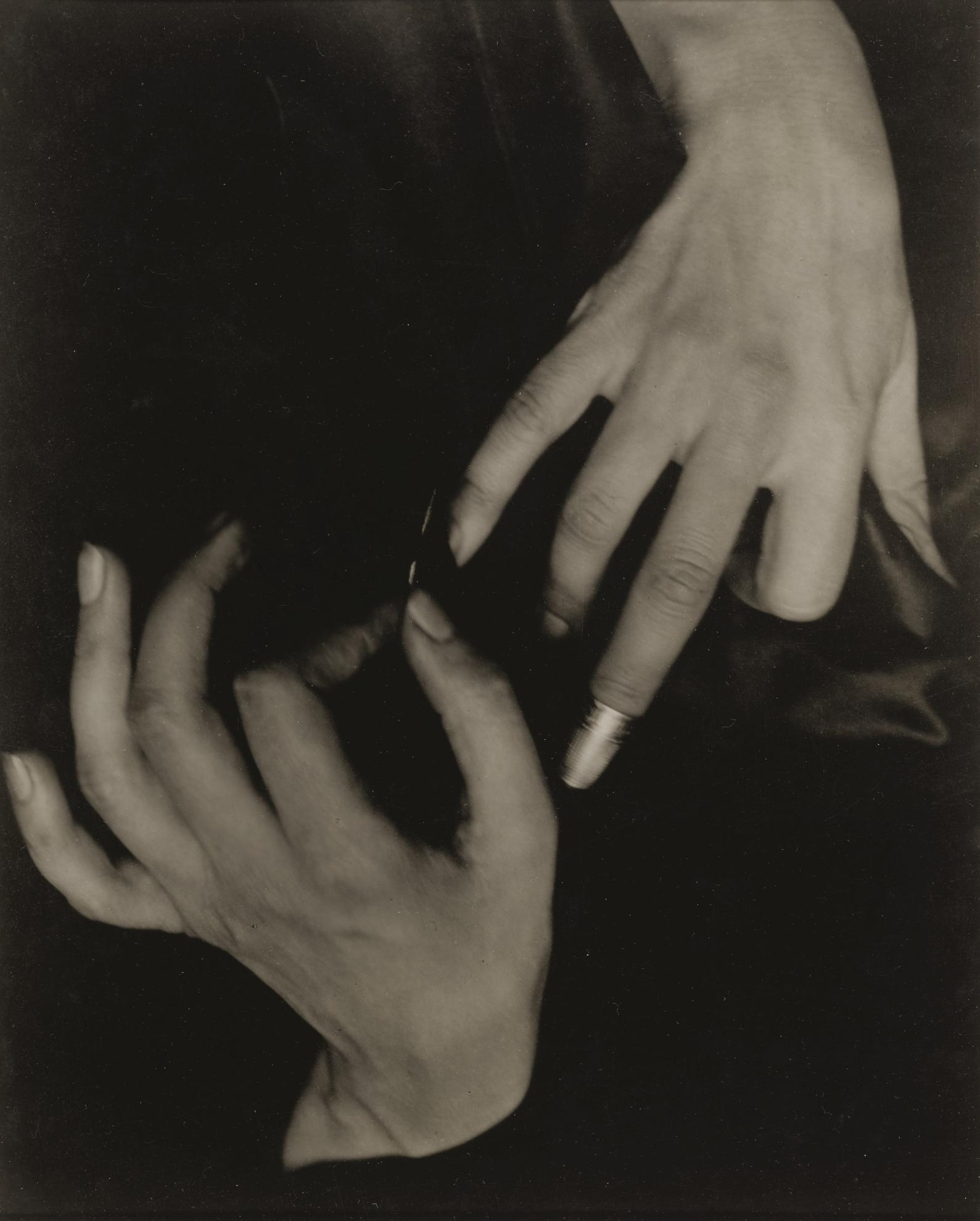 Alfred Stieglitz-Georgia Okeeffe - Hands And Thimble-1919