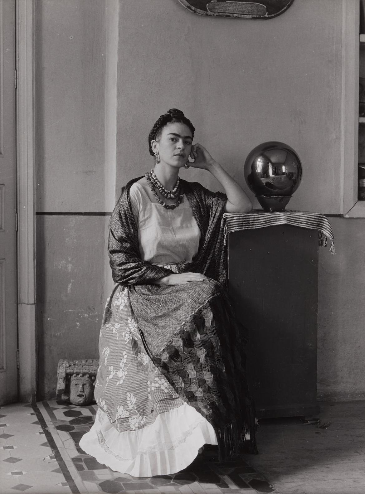 Manuel Alvarez Bravo-Frida Kahlo Con Globo, Coyoacan-1938