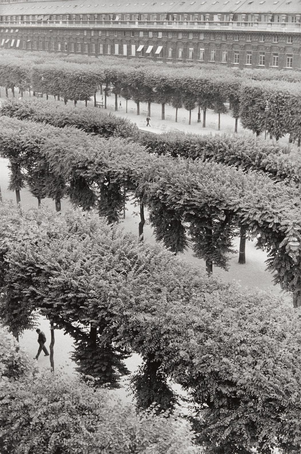 Henri Cartier-Bresson-Palais Royale-1960