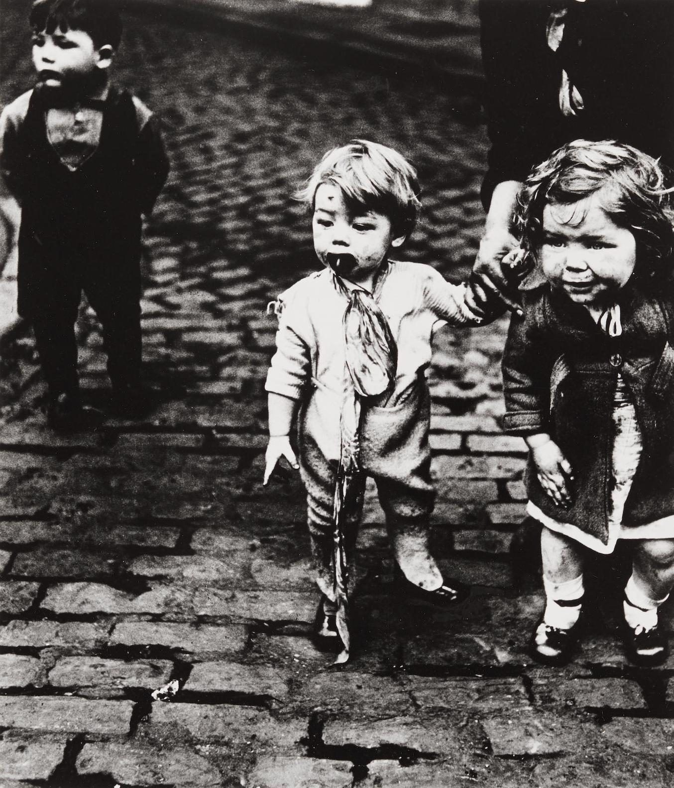 Bill Brandt-Children In Sheffield-1937