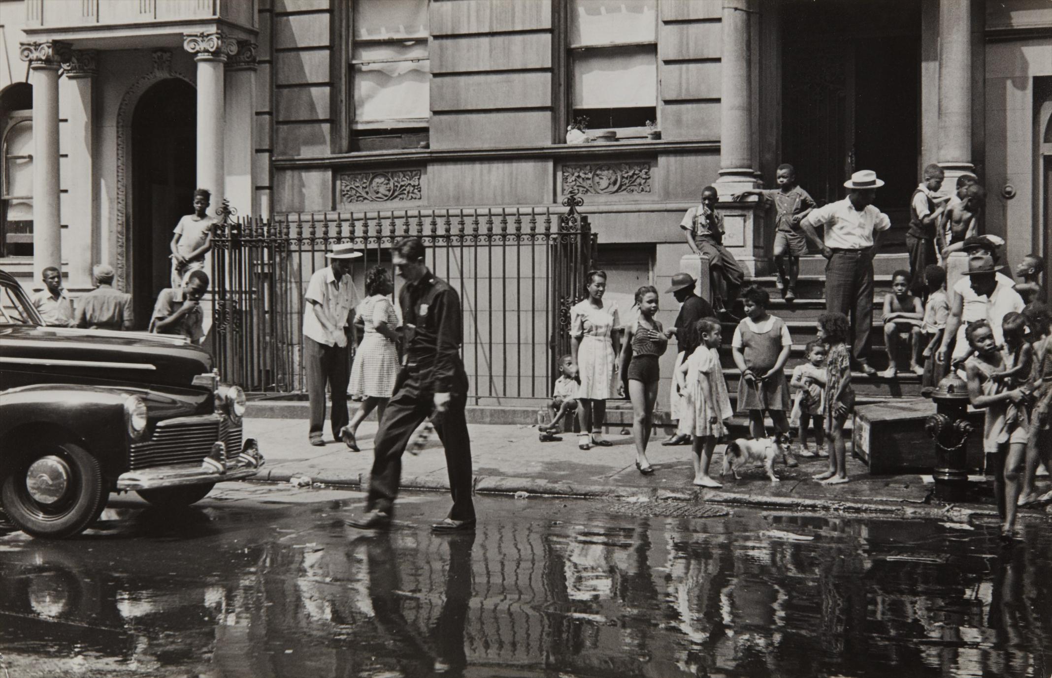 Helen Levitt-New York (Ny Policeman, Wet Street & Kids)-1940