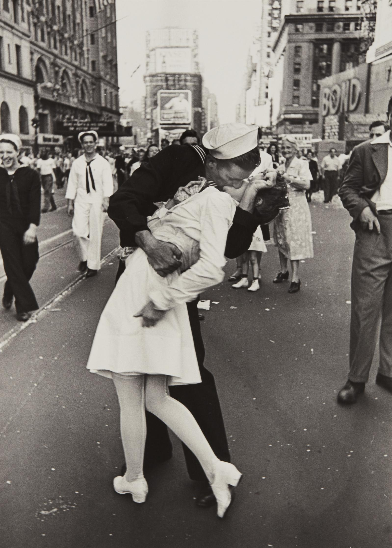 Alfred Eisenstaedt-V-J Day, Times Square, New York City-1945
