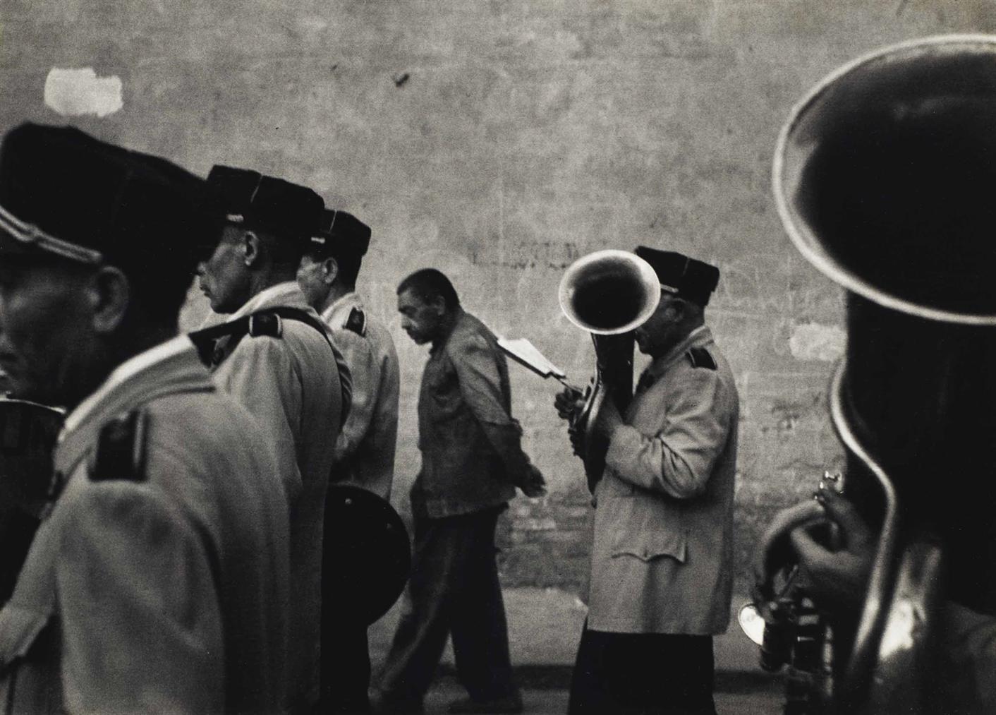 Robert Frank-Parade/Valencia-1952