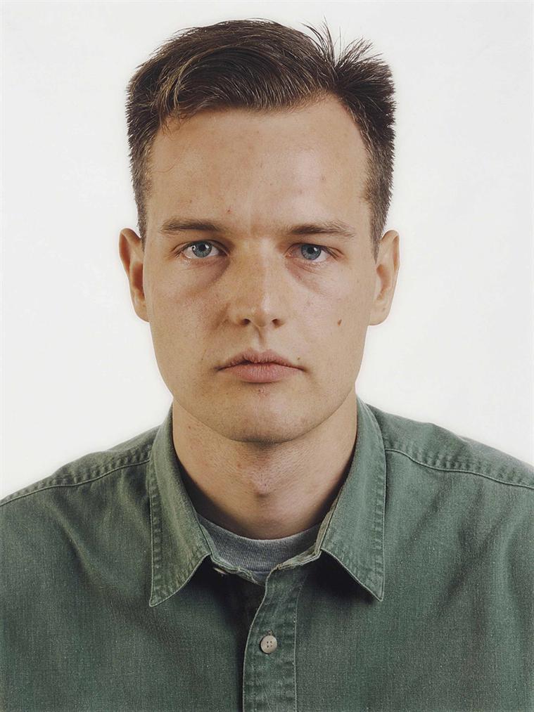 Thomas Ruff-Portrait (E. Zapp)-1990