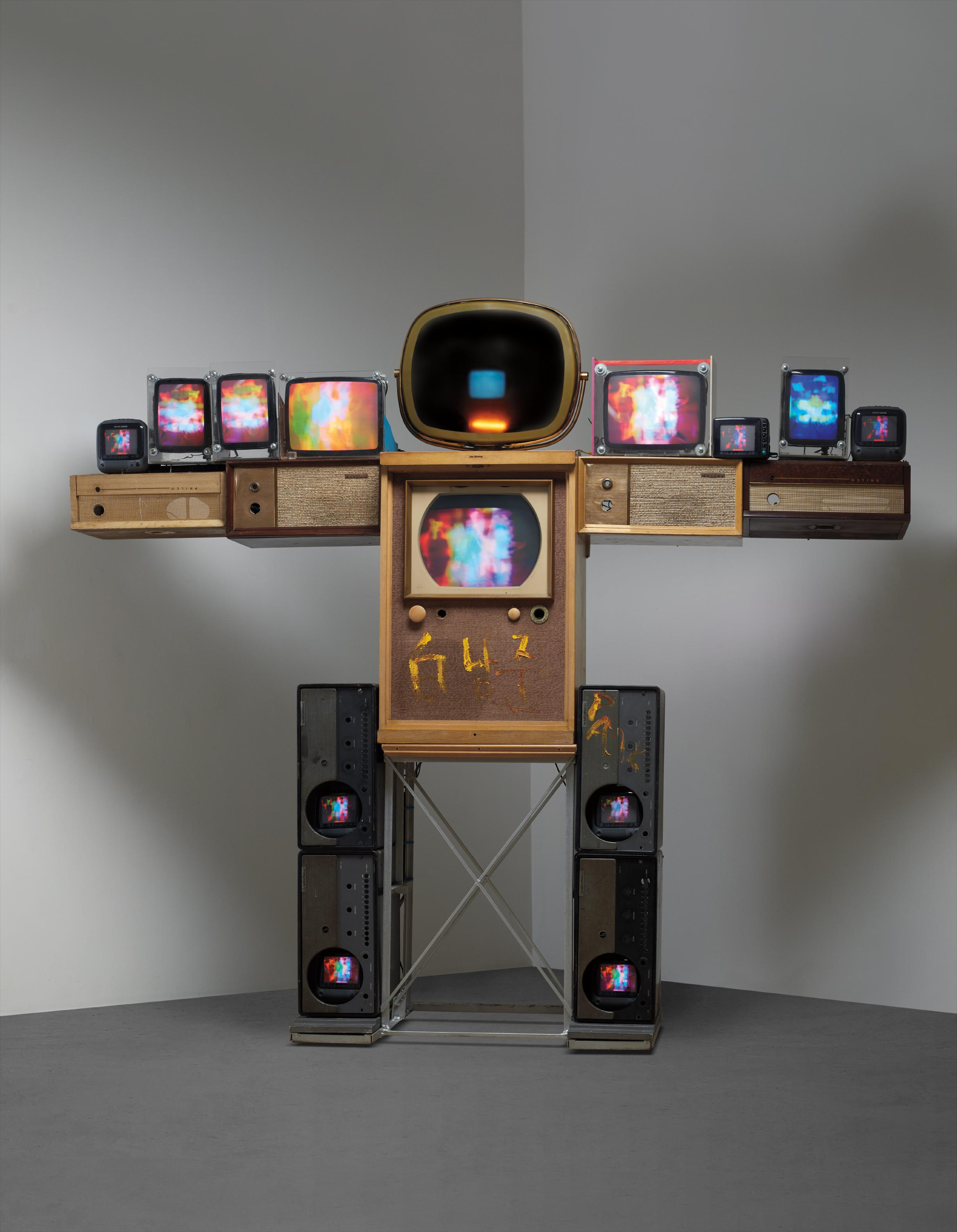 Nam June Paik-Big Shoulder-1998