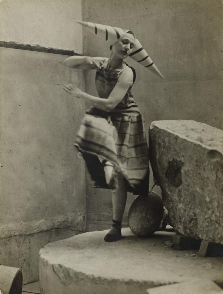 Constantin Brancusi-Lizica Codreano Interpretant Les Gymnopedies Derik Satie Dans Latelier De Brancusi-1922