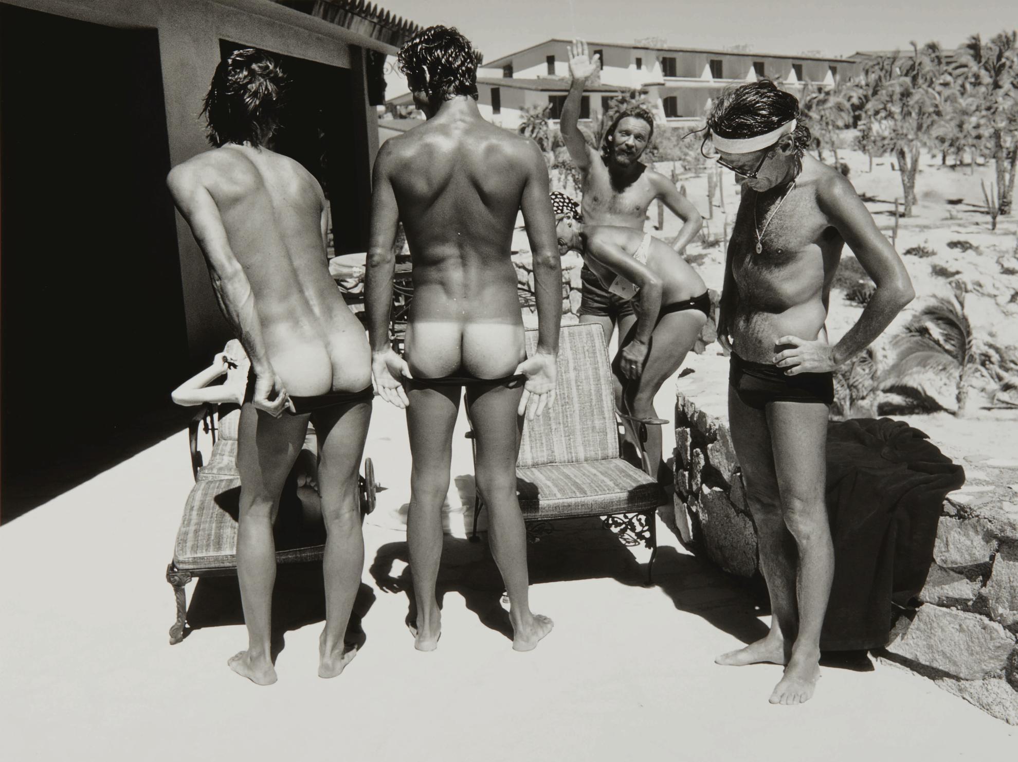 Gideon Lewin - Avedon Inspecting, Baja-1974