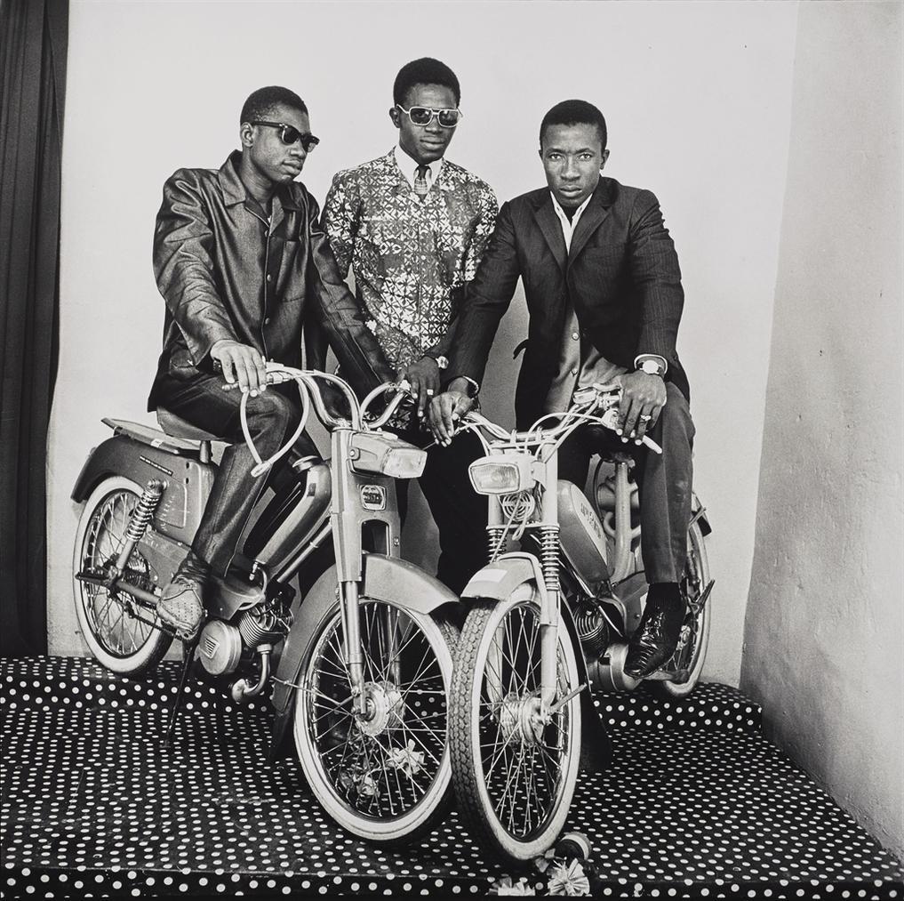 Malick Sidibe-Les Trois Amis, Avec Moto, Studio-1975