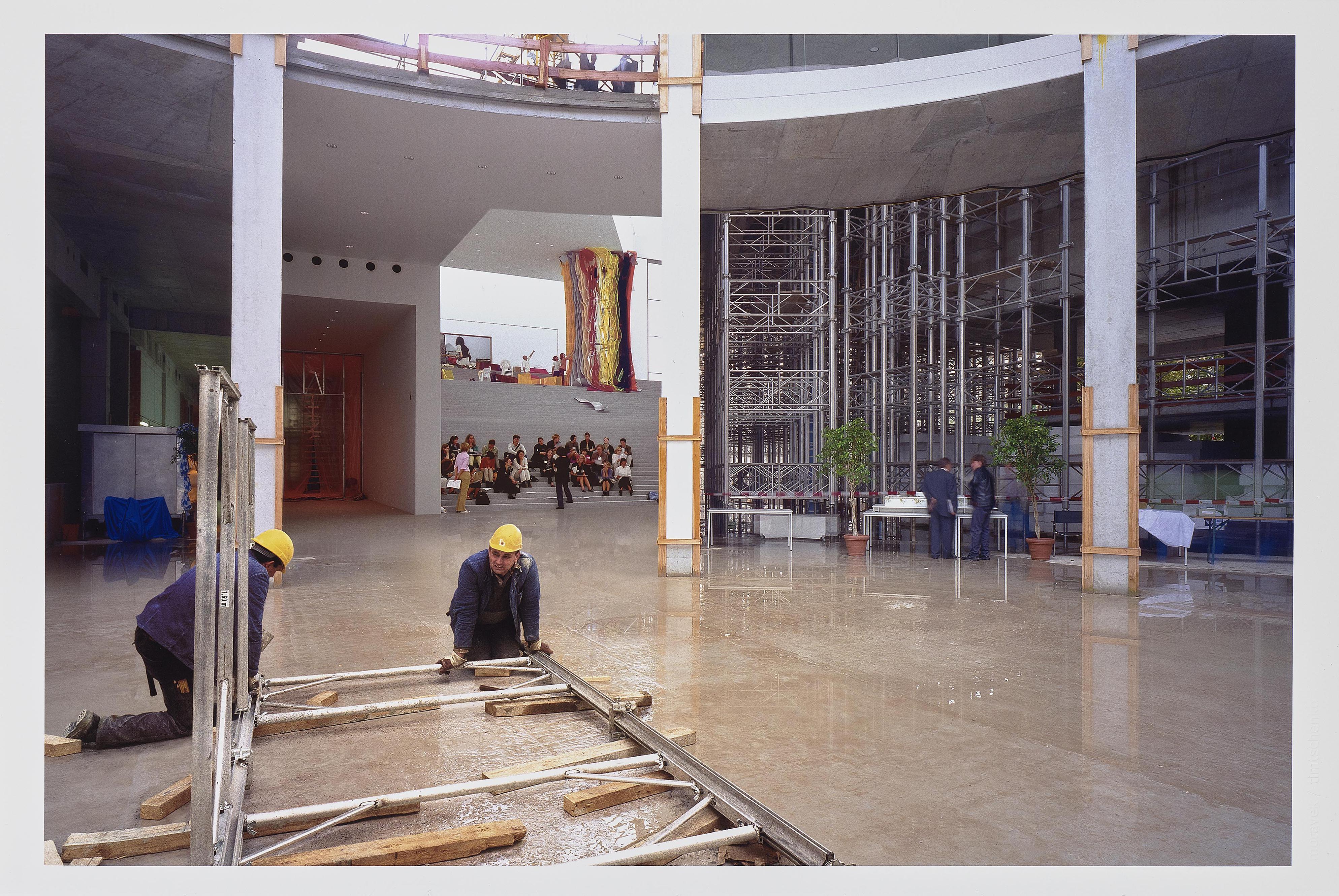 Alexander Timtschenko - Mappe Fotoprojekt Pinakothek Der Moderne Munchen (Portfolio for the photo project 'Pinakothek der Moderne München')-2002