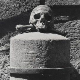 Robert Mapplethorpe-Skull + Crossbones-1983