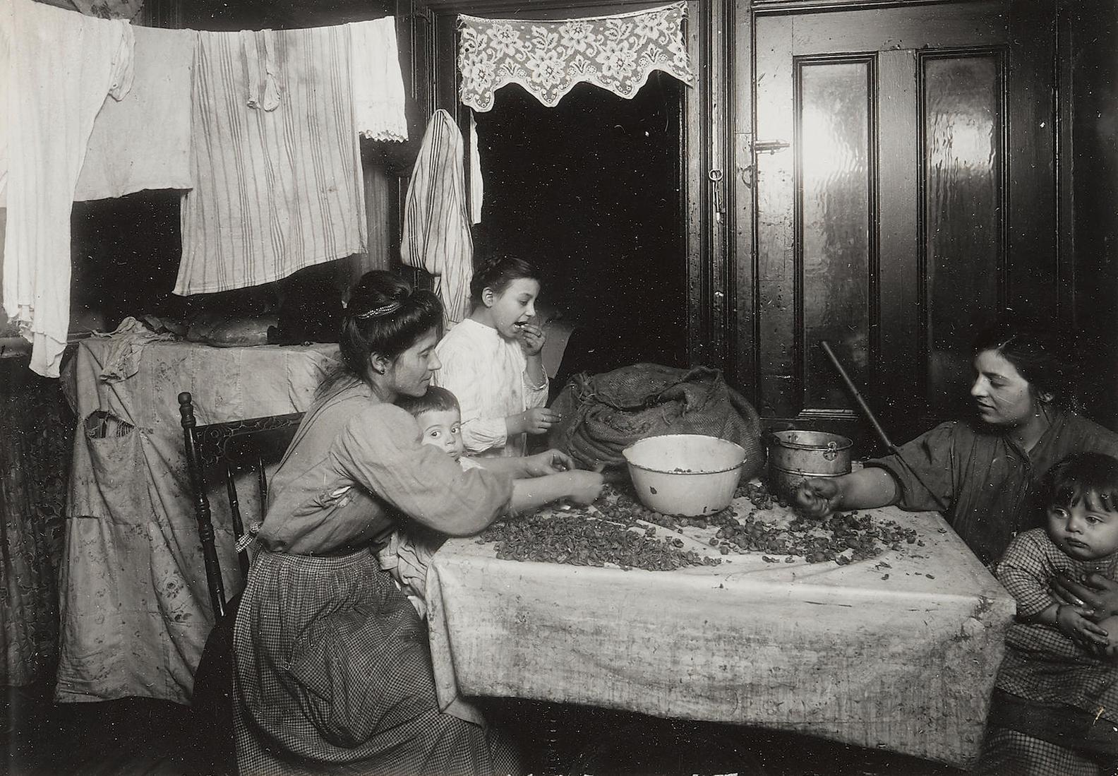 Lewis Wickes Hine-Tenement Workers-1912