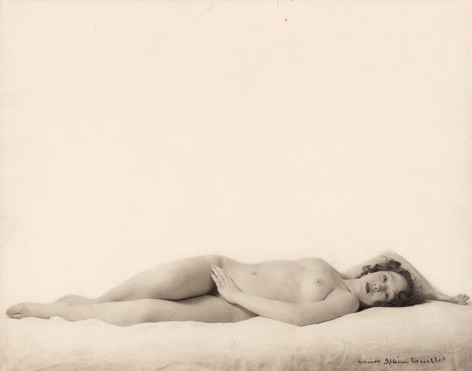 Laure Albin-Guillot - Nu Repose-1937
