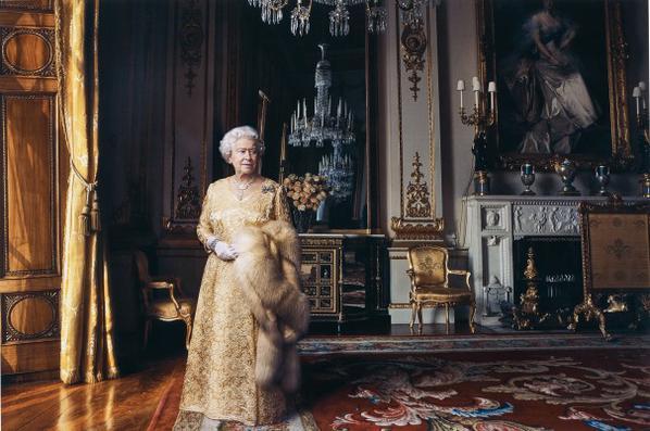 Annie Leibovitz-Queen Elizabeth II, The White Drawing Room, Buckingham Palace, London-2007