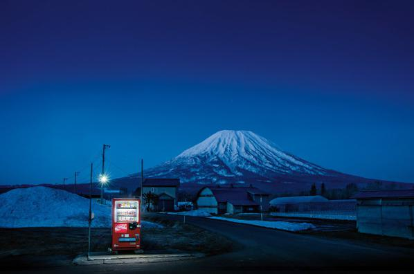 Eiji Ohashi - Roadside Lights #001-2017