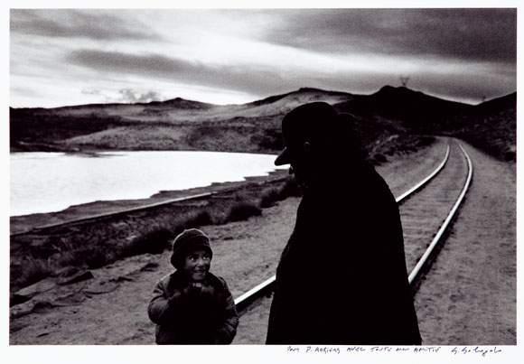 Sebastiao Salgado-Homme et enfant, Perou-1980