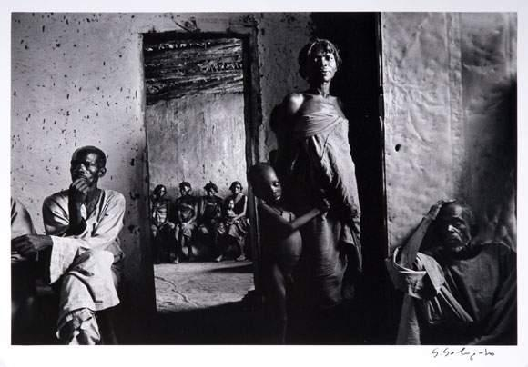Sebastiao Salgado-Dispensary, Tchad-1985