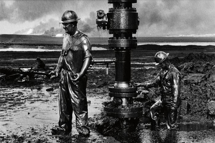 Sebastiao Salgado-Kuwait Series, Greater Burhan Oil Field (Capping Well Head)-1991