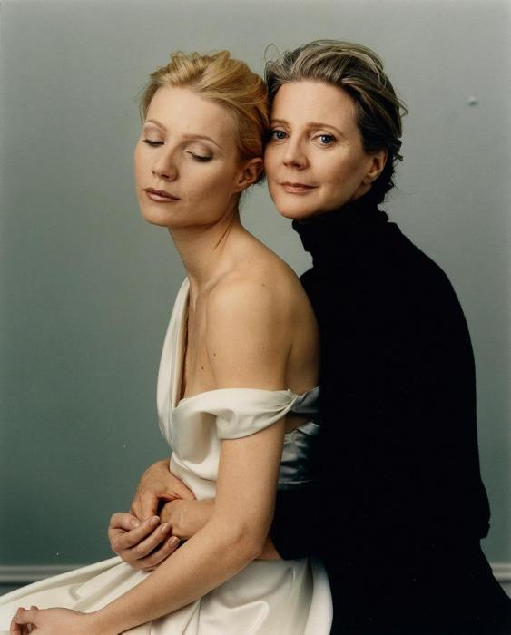 Annie Leibovitz-Gwyneth Paltrow and Blythe Danner, Vancouver-1999