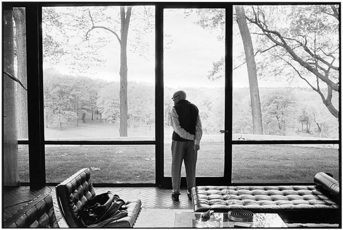 Annie Leibovitz-Philip Johnson, Glass House, New Canaan, Connecticut-2000