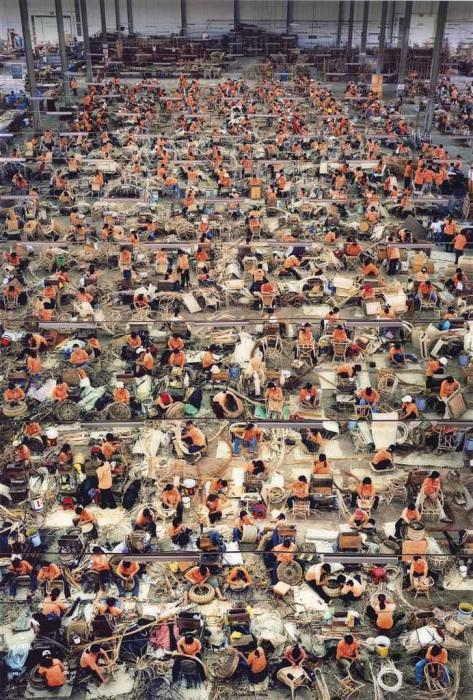 Andreas Gursky-Nha Trang-2004