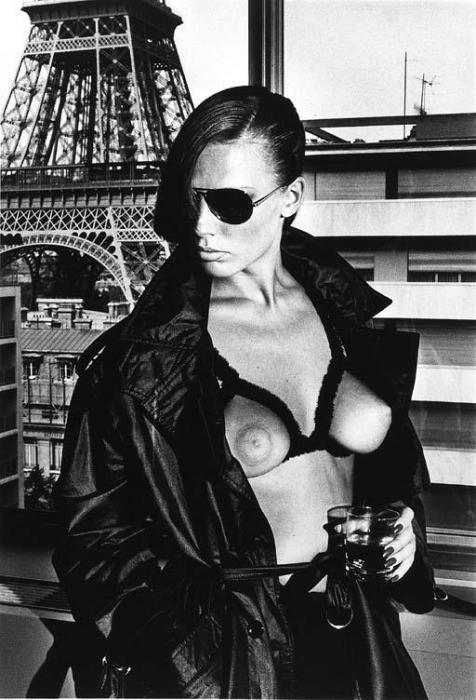 Helmut Newton-Nude at Eiffel Tower-1976