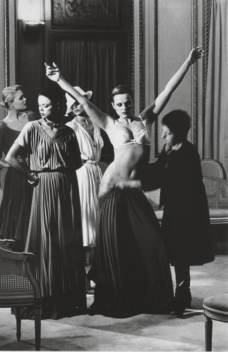 Helmut Newton-Chez Patou (1977)-1977